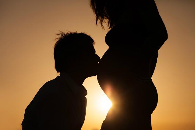 Il regalo originale di Federico a sua moglie incinta