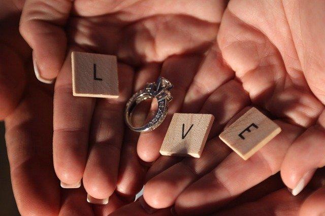 Il regalo originale e romantico di Alessia per il suo fidanzato